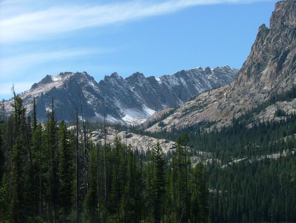 A scenic picture from a backcountry perspective of the Sawtooth Peaks Range Mountain.